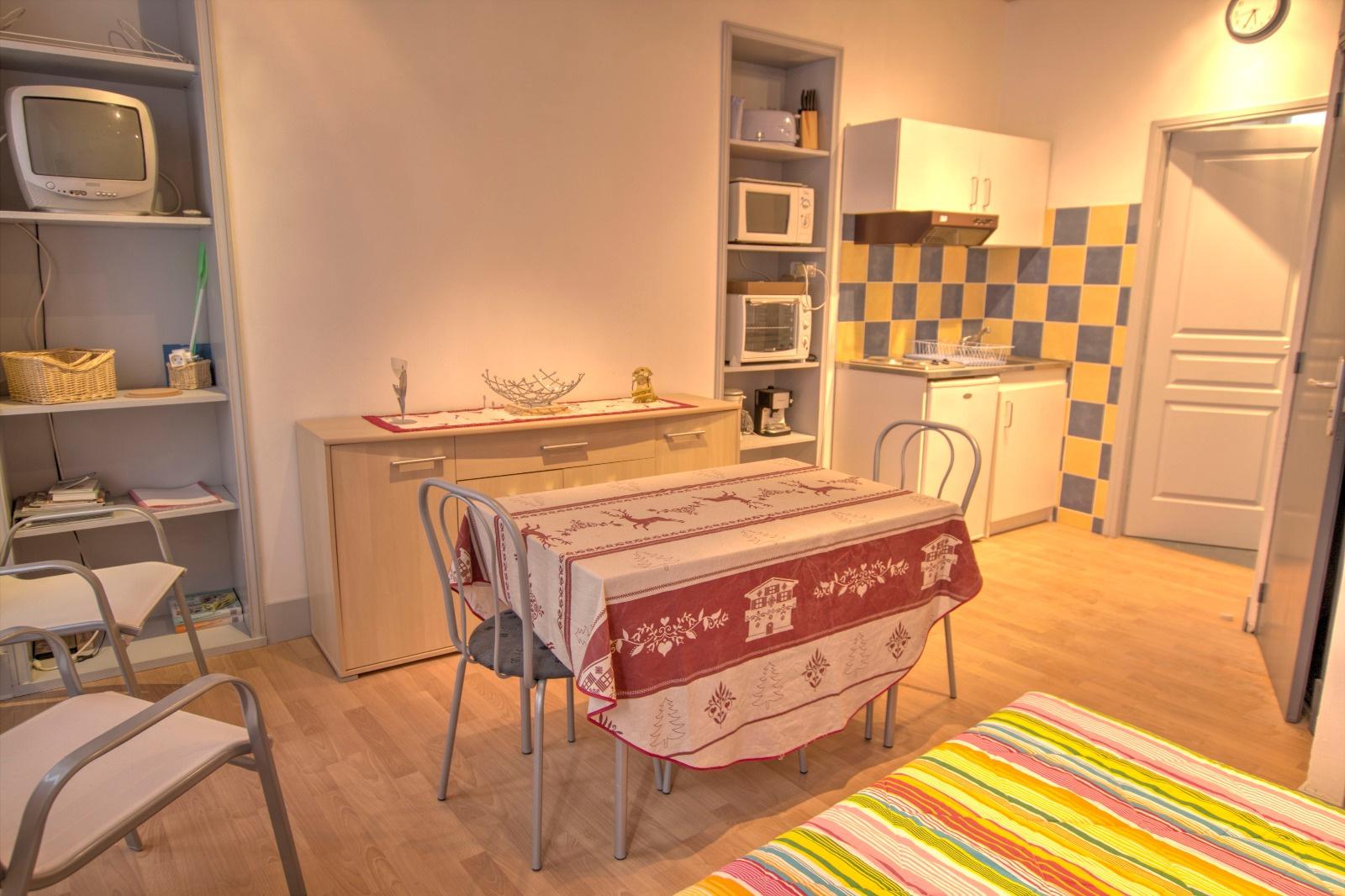 centre ville appartement studio meubl. Black Bedroom Furniture Sets. Home Design Ideas