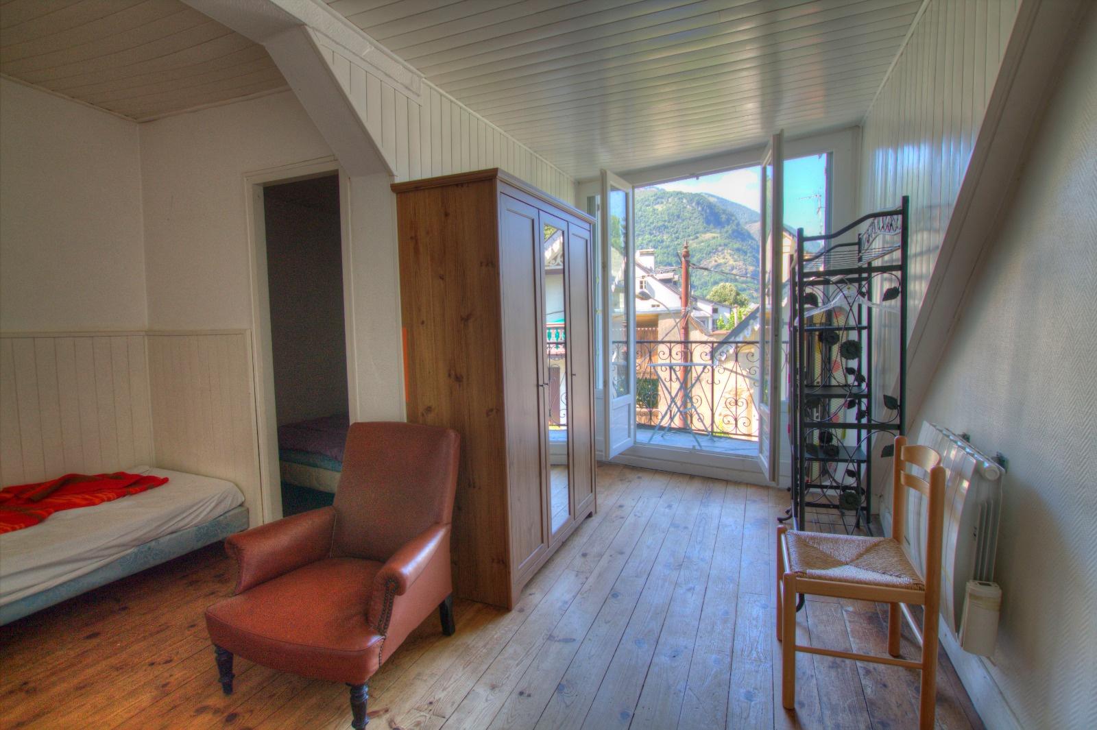 proche des thermes immeuble de 5 appartements en locatif meubl bail pr caire. Black Bedroom Furniture Sets. Home Design Ideas